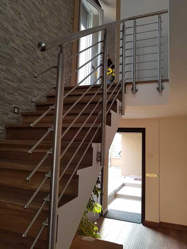 05.Esempio di impiego della Colonna in tubolare Basic M017-M013 con costruzione a disegno per la giunzione di corrimano e tondini tra rampa e piano