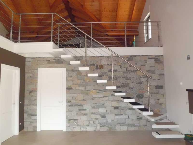 06.Colonna in tubolare Fissaggio a pavimento - Basic M015-M011. Esempio di impiego con costruzione a disegno per la giunzione di corrimano