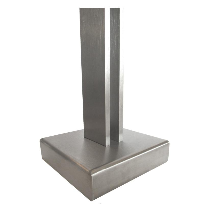 07.Parapetto inox TWIN H10  Dettaglio base della colonna Twin: la colonna è fornita completa di rosetta di copertura per mascherare la piastra di ancoraggio a pavimento e la viteria di fissaggio