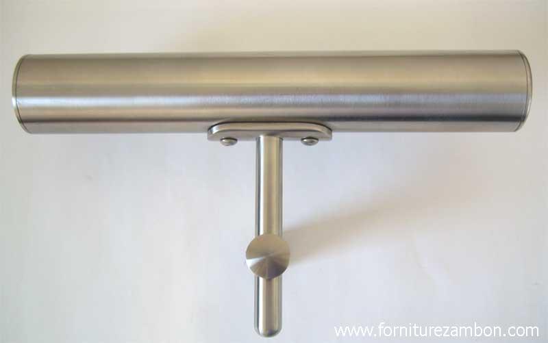 05.Esempio di impiego del sostegno 63516 con fissaggio a parete piano e senza finale decorativo sul perno verticale